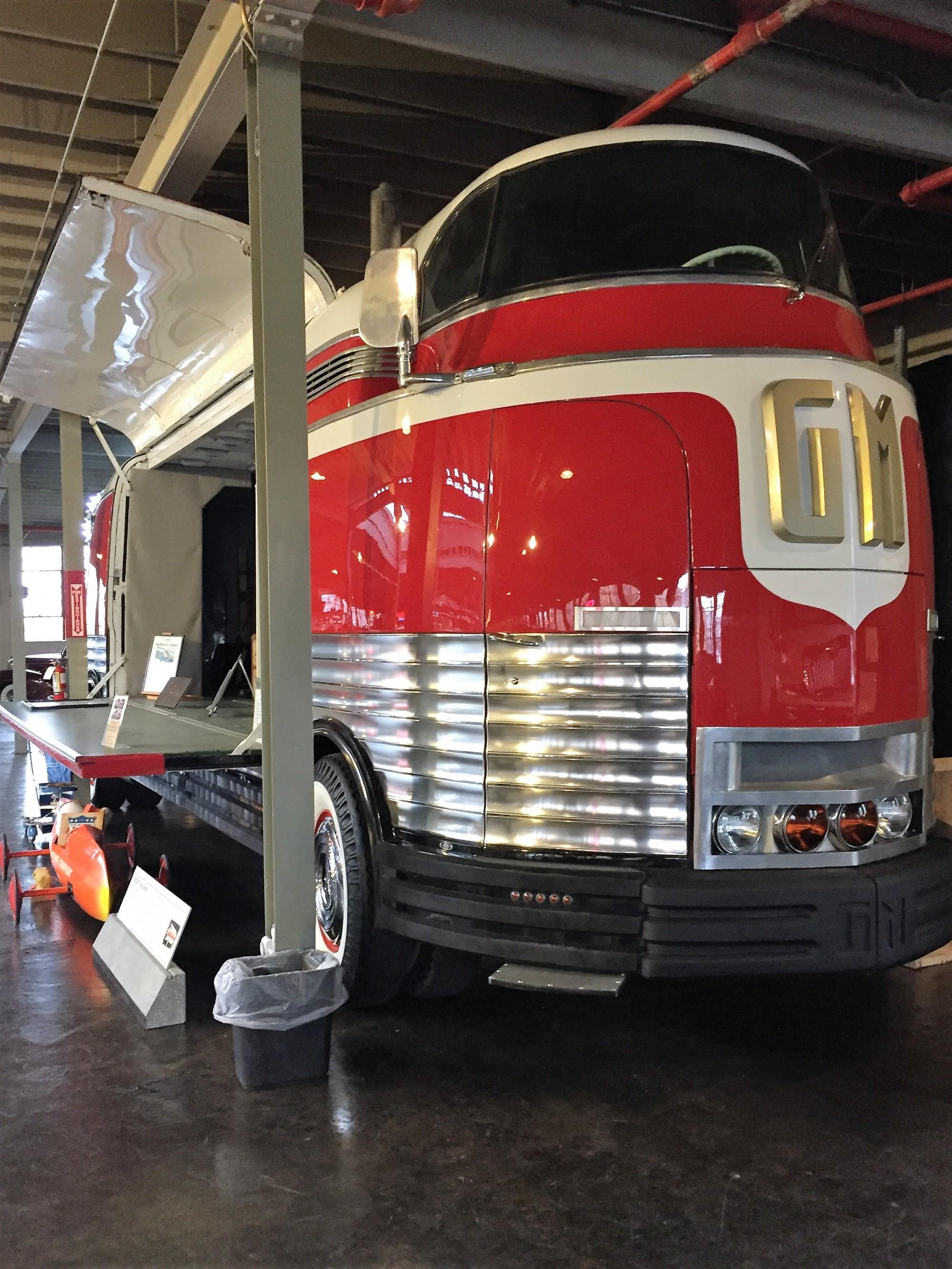 futurliner-10-GM-National-Auto-Truck-Museum-Auburn
