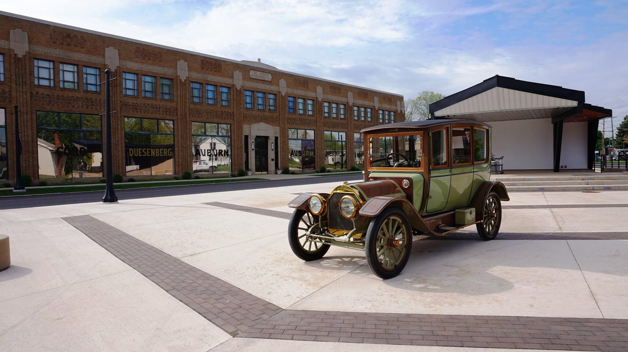 Auburn-Cord-Duesenberg-Automobile-Education-Plaza-and-1912-automobile